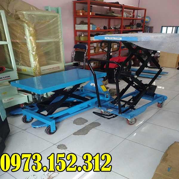 xe-nang-mat-ban-350-kg-nang-cao-1585-hieu-soonlift-gia-re-1